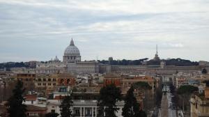 Azoteas romanas con la Basilica de San Pedro controlandolo todo..
