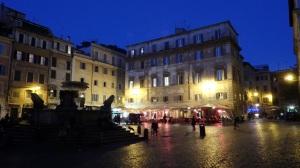 y cayó la noche en el Trastevere