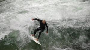Faltaba el surfista rubito