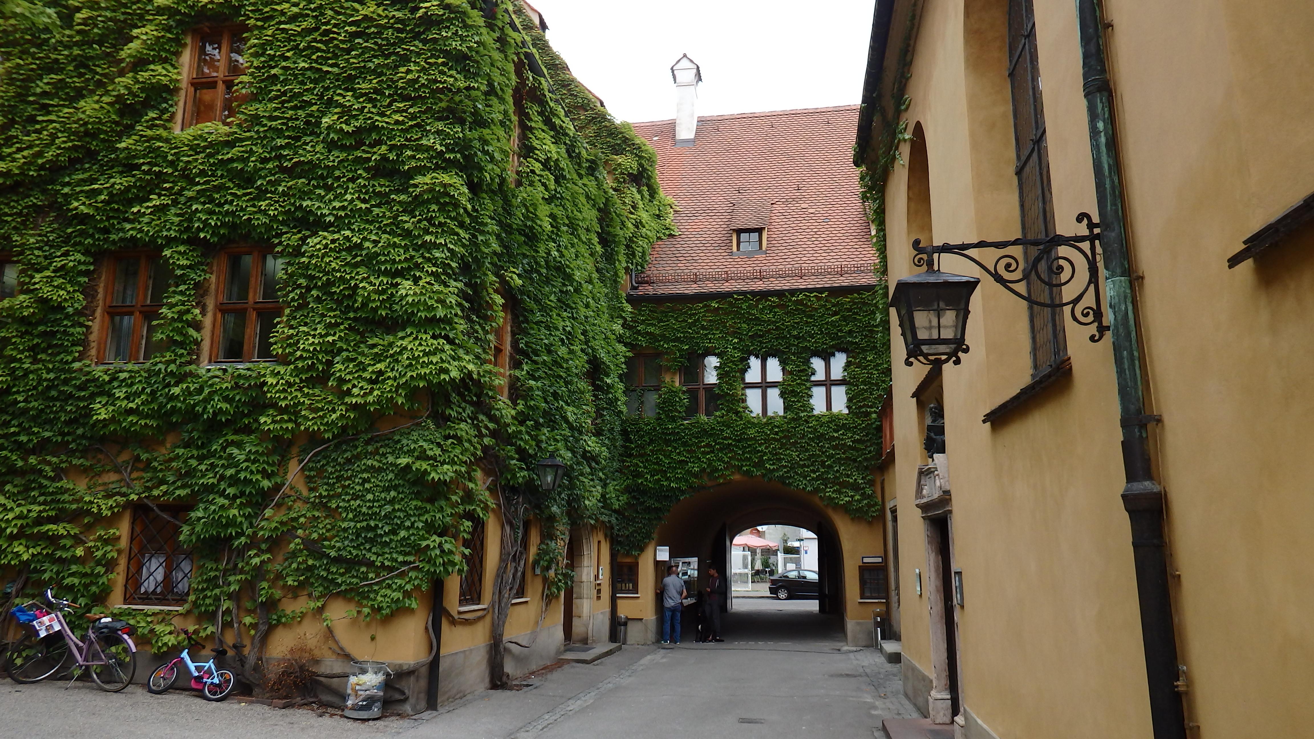 Augsburgo y la fuggerei vivenda social desde hace 500 for Puerta jakober augsburgo
