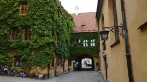 Puerta de entrada a la Fuggerei