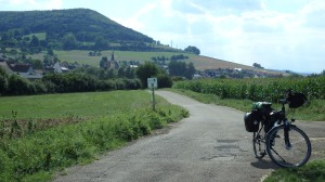 Esta etapa transcurre entre campos de cultivo y pequeños pueblos...