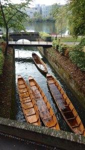 Al inicio del barrio de los pescadores encontramos estas no se, canoas? que mucha confianza no es que den, la verdad...