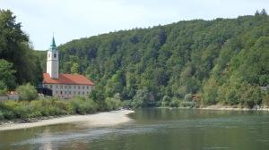 El convento en la distancia