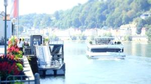 Ferrys desde el paseo de Passau